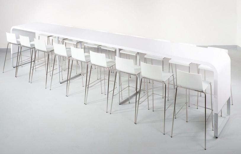 Lunato Long asztal bárszékekkel